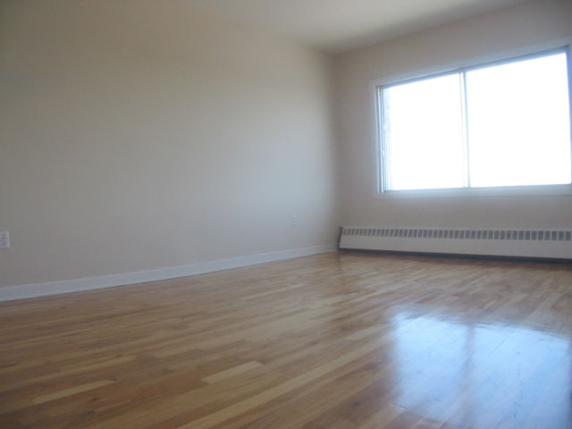 1 bedroom Apartments for rent in Ville-Lasalle at 1800 Shevchenko - Photo 09 - RentQuebecApartments – L3747