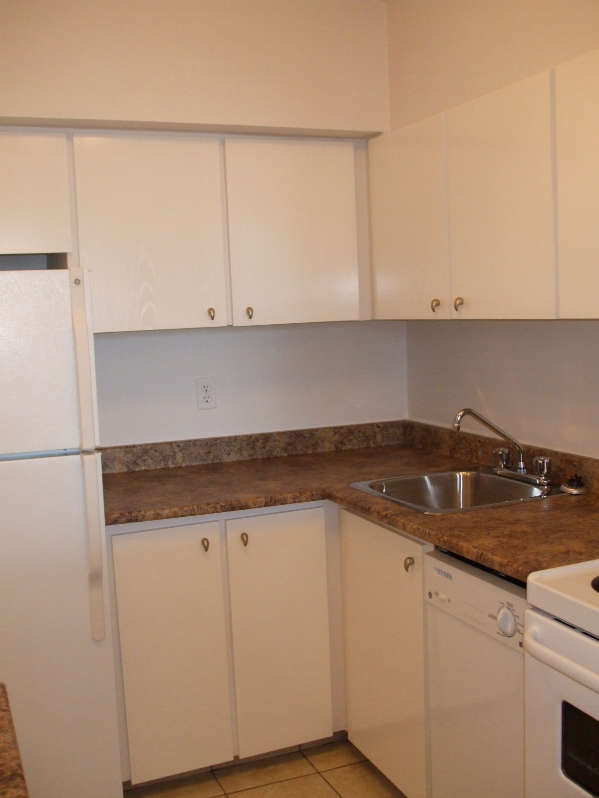 1 bedroom Apartments for rent in Plateau Mont-Royal at Tour Lafontaine - Photo 01 - RentQuebecApartments – L23191