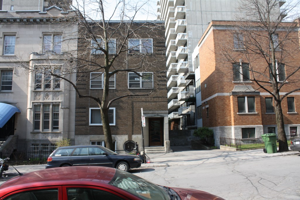 1 bedroom Apartments for rent in Montreal (Downtown) at 2070 Chomedey - Photo 02 - RentQuebecApartments – L112096