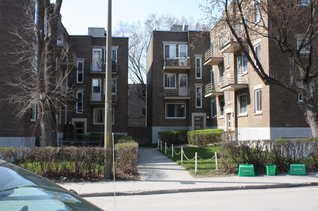2 bedroom Apartments for rent in Cote-des-Neiges at 4723-25-27-29 Fulton - Photo 02 - RentQuebecApartments – L23405