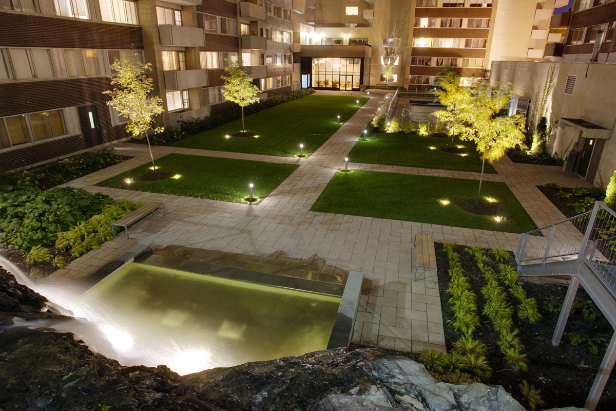 luxurious 1 bedroom Apartments for rent in Montreal (Downtown) at Le Parc - Photo 03 - RentQuebecApartments – L2099