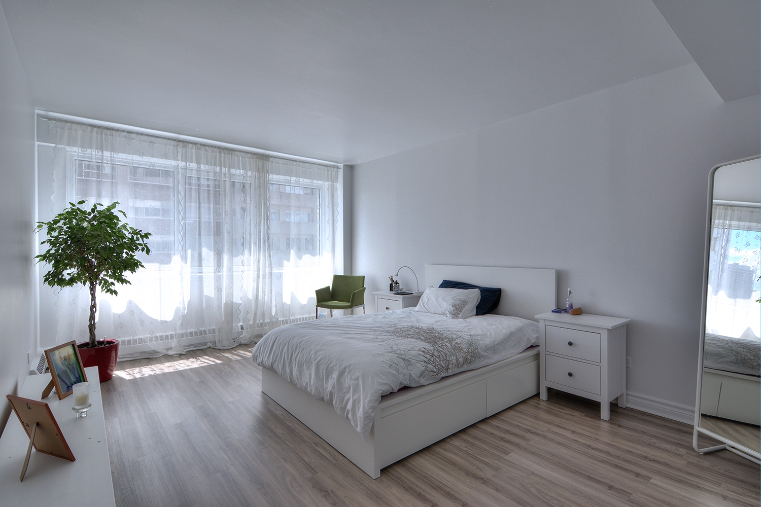 luxurious Studio / Bachelor Apartments for rent in Montreal (Downtown) at Le Parc - Photo 04 - RentQuebecApartments – L2099