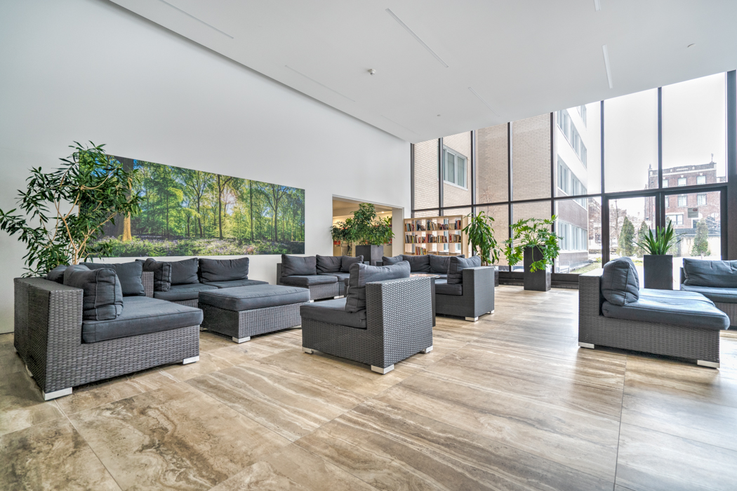 luxurious 1 bedroom Apartments for rent in Montreal (Downtown) at Le Parc - Photo 10 - RentQuebecApartments – L2099