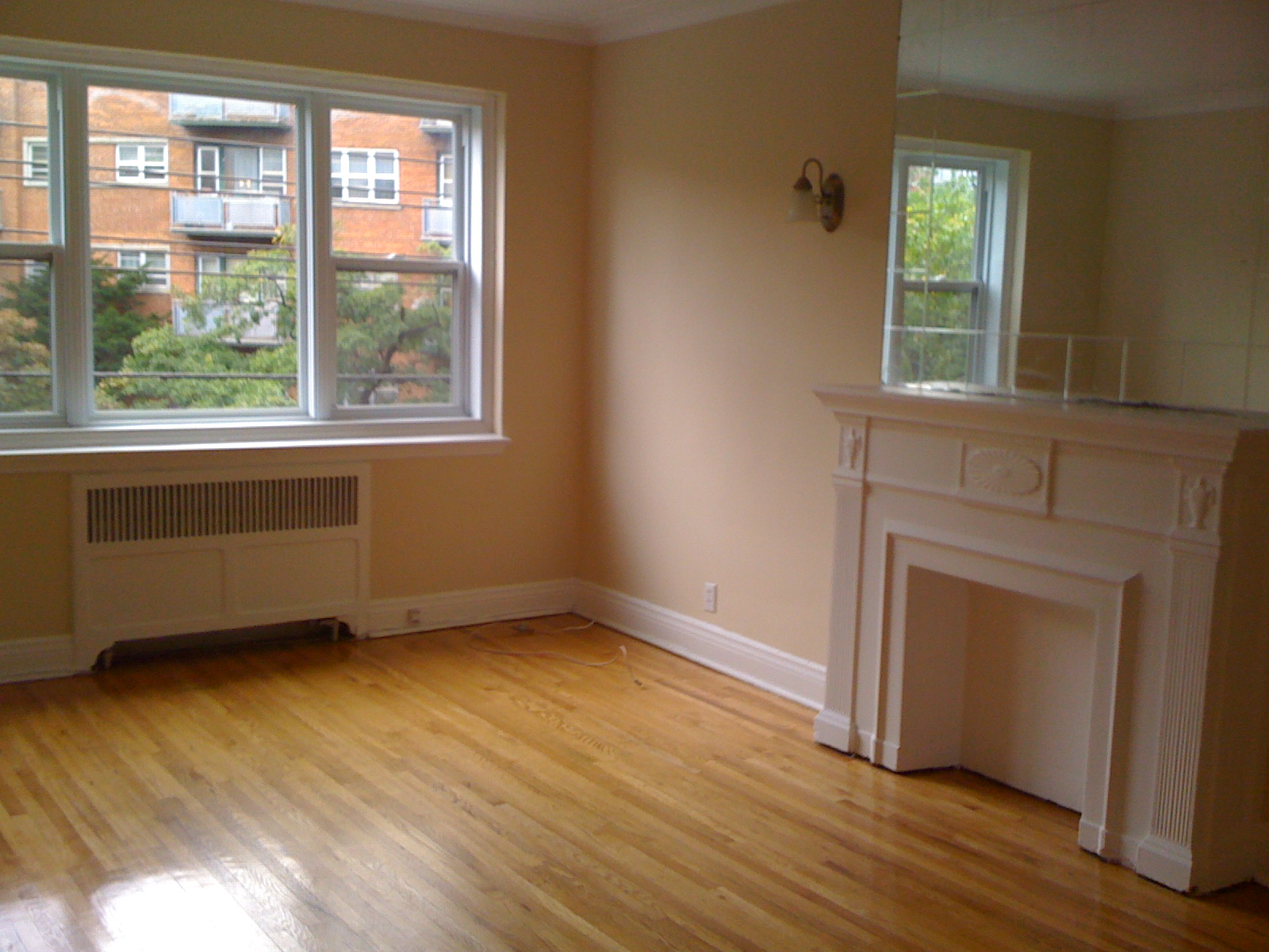 1 bedroom Apartments for rent in Cote-St-Luc at 5801-5805 CSL Road - Photo 02 - RentQuebecApartments – L27081