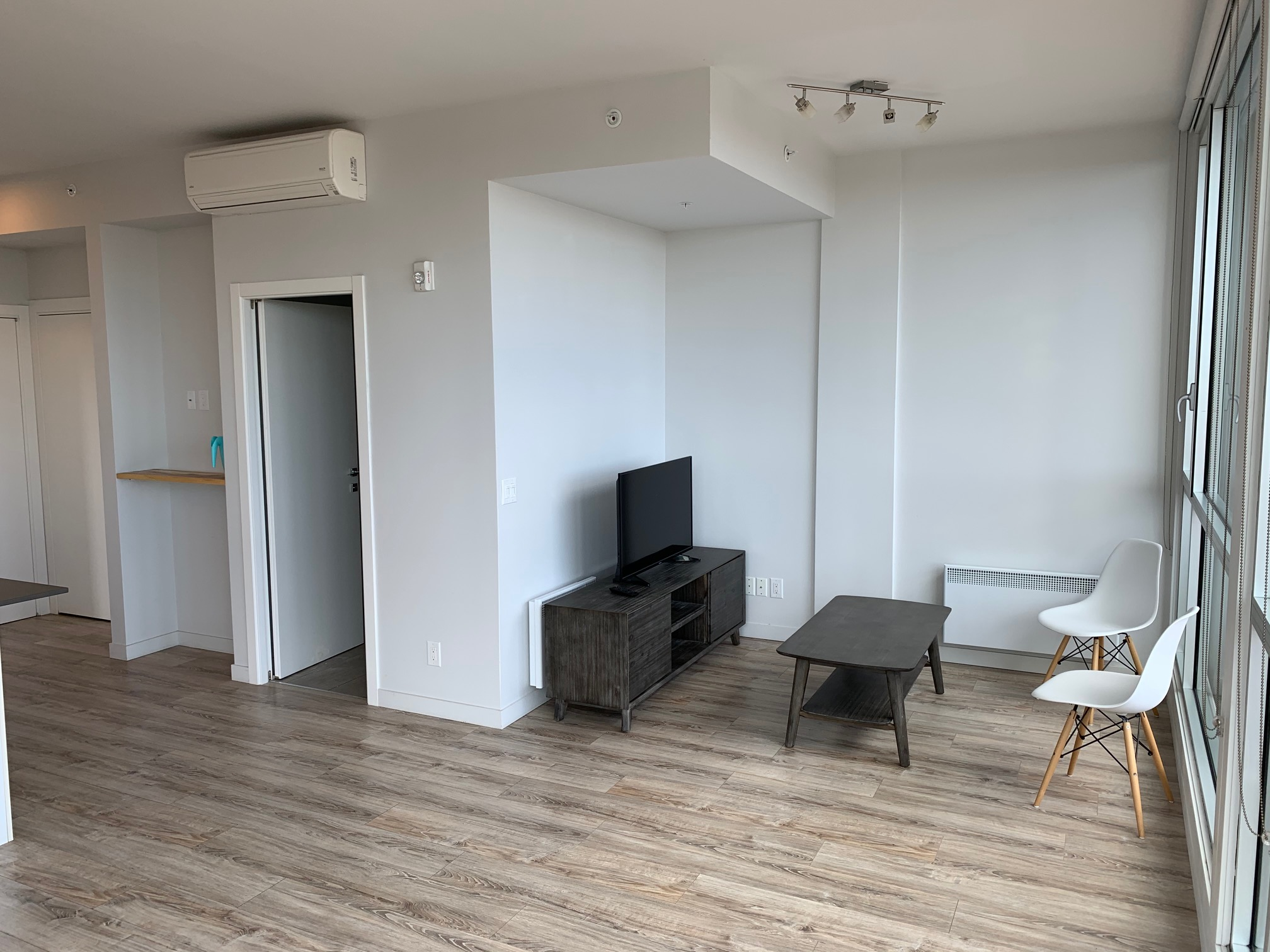 luxurious 1 bedroom Condos for rent in Montreal (Downtown) at Le Rubic - Photo 04 - RentQuebecApartments – L405206