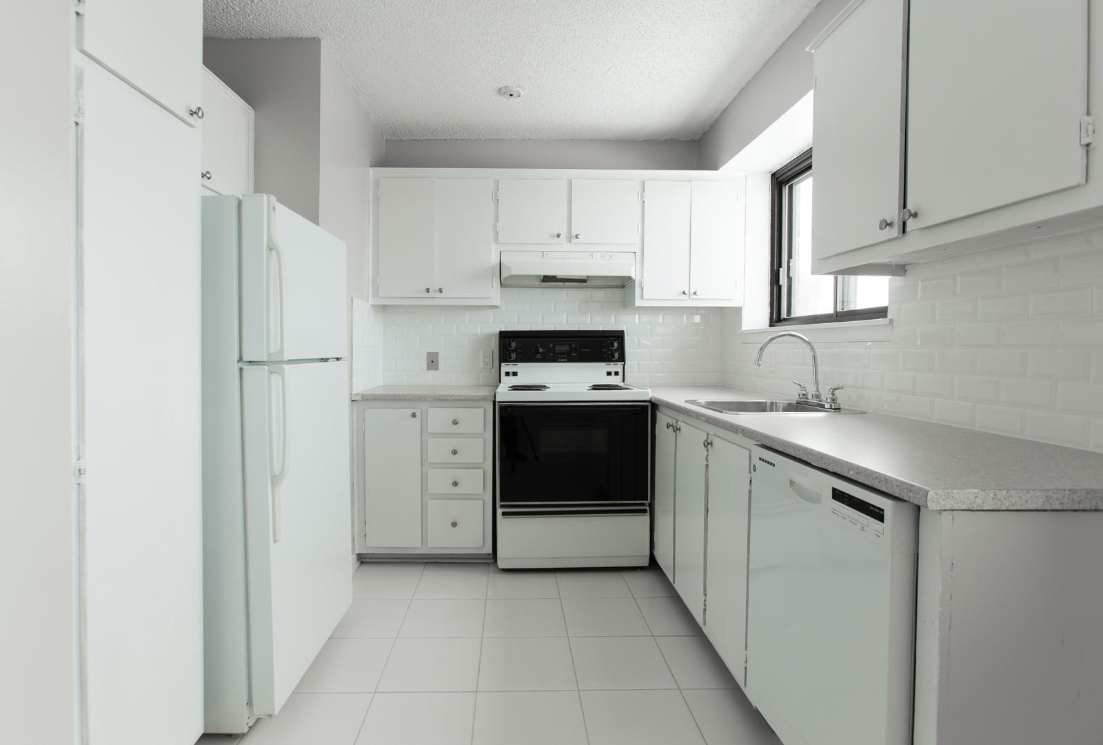 3 bedroom Apartments for rent in Pointe-Claire at Southwest One - Photo 04 - RentQuebecApartments – L683